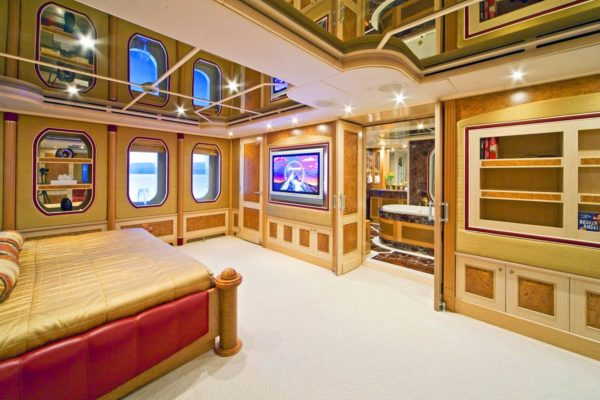 Motor Yacht Sensation (21)